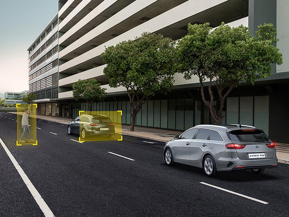 Sistem de asistare a evitării coliziunii frontale cu automobilul din față (FCA - FORWARD COLLISION-AVOIDANCE ASSIST)