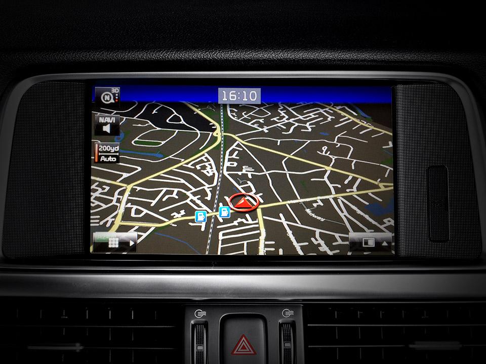"Navigație 8'' Touch screen + Radio + MP3 + RDS + DAB + WIFI + Bluetooth + Rear camera +  ""Harman/Kardon"" Premium sound system + 7Year Map Update"