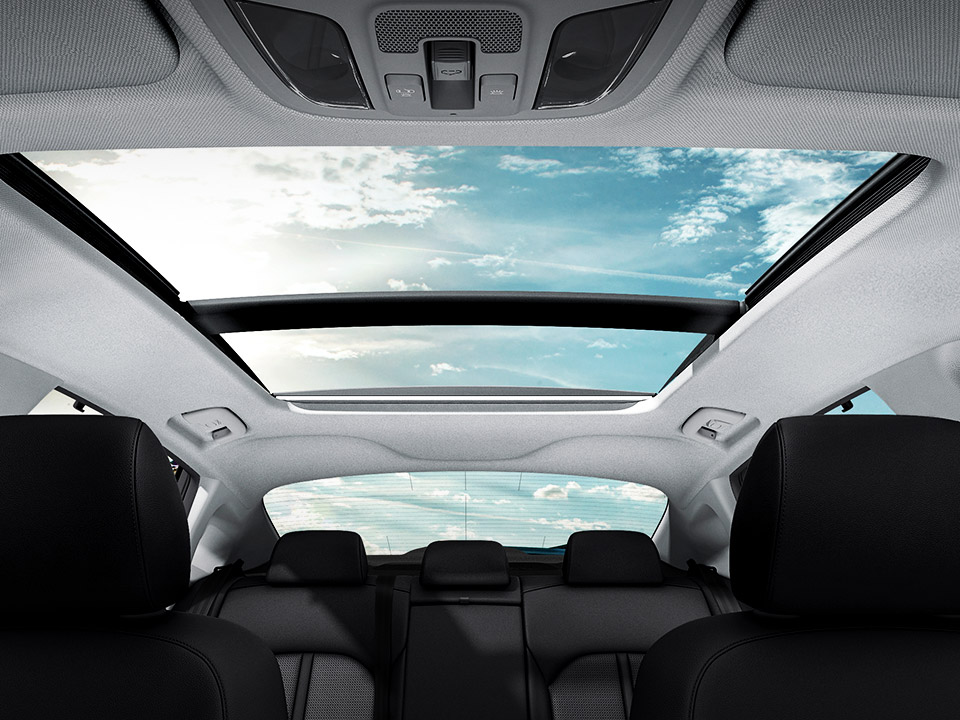 """Trapă panoramică - include: parasolar cu illuminare + rama uși tip """"High Glossy Black"""" + lumini ambientale tip LED"""